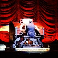 Foto tirada no(a) The Byrd Theatre por Mike R. em 11/29/2012