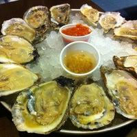 รูปภาพถ่ายที่ Harry's Oyster Bar & Seafood โดย Andy N. เมื่อ 12/9/2012
