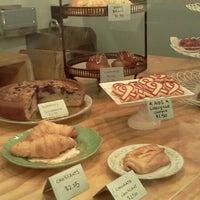 Foto tomada en Semi Sweet Bakery por Bubsy el 2/10/2013