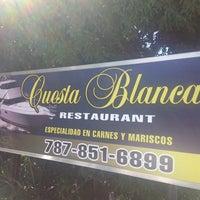 Foto diambil di Cuesta Blanca Restaurant oleh Ken G. pada 5/12/2013