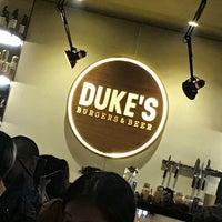 Foto tirada no(a) Duke's Burgers & Beer por Markcore G. em 5/6/2018