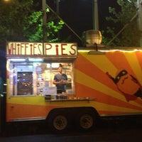 Photo prise au Whiffies Fried Pies par Oscar P. le6/23/2013