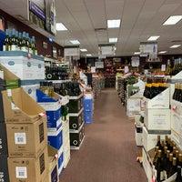 Das Foto wurde bei Georgetown Wines & Spirits von Marie F. am 5/1/2020 aufgenommen