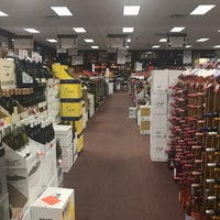 Das Foto wurde bei Georgetown Wines & Spirits von Marie F. am 7/14/2018 aufgenommen
