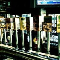 Foto scattata a Karl Strauss Brewery & Restaurant da Christopher T. il 10/7/2012
