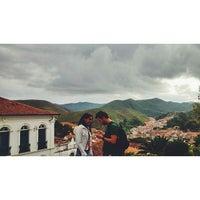 Das Foto wurde bei Centro Histórico de Ouro Preto von Vinicius G. am 4/5/2015 aufgenommen