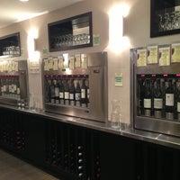 6/25/2013 tarihinde Tiffany P.ziyaretçi tarafından The Wine House'de çekilen fotoğraf