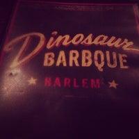 Photo prise au Dinosaur Bar-B-Que par M S. le7/19/2013