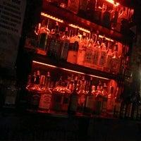 Foto tomada en International Bar por Dean el 3/29/2013