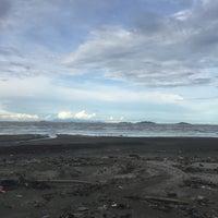 รูปภาพถ่ายที่ Pantai Mersing โดย Wafiq เมื่อ 12/1/2017