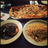 Das Foto wurde bei Campisi's Restaurant - The Egyptian Lounge von Kim Yu N. am 1/1/2013 aufgenommen