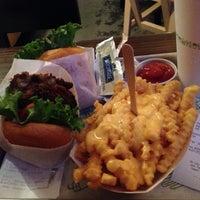 Foto scattata a Shake Shack da Eugene V. il 10/4/2012
