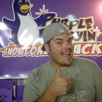 5/19/2013 tarihinde BEN K.ziyaretçi tarafından Purple Penguin SnowCone Shack'de çekilen fotoğraf