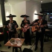 รูปภาพถ่ายที่ Lupita โดย Jon H. เมื่อ 11/29/2012
