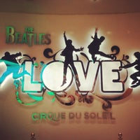Das Foto wurde bei The Beatles LOVE (Cirque du Soleil) von Carol P. am 4/27/2013 aufgenommen