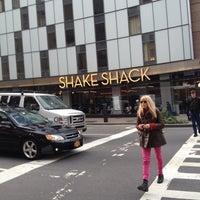 Photo prise au Shake Shack par Luiz B. le11/15/2012