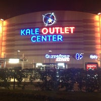 Foto tirada no(a) Kale Outlet Center por Serkan A. em 11/17/2012