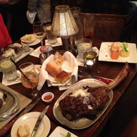 รูปภาพถ่ายที่ Taste of Texas โดย Amanda L. เมื่อ 5/11/2013