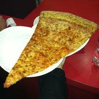 Снимок сделан в Jumbo Slice Pizza пользователем Lauren A. 3/16/2013