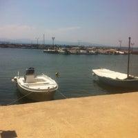 Foto tirada no(a) Manitas Sto Kyma por Stavros R. em 6/23/2013