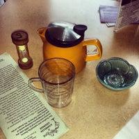 Das Foto wurde bei Tea Zone & Camellia Lounge von Eka B. am 4/27/2014 aufgenommen
