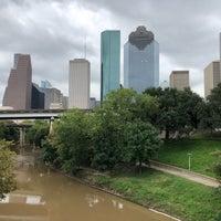9/27/2018 tarihinde Tinaziyaretçi tarafından Buffalo Bayou Walk'de çekilen fotoğraf