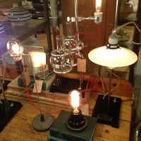 12/11/2012에 Bashar W.님이 Schoolhouse Electric & Supply Co.에서 찍은 사진