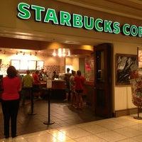Снимок сделан в Starbucks пользователем Sheila V. 6/20/2013