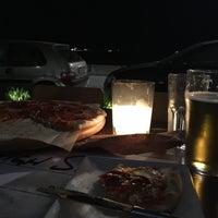 Снимок сделан в High School pizza bar пользователем Gábor L. 5/10/2018