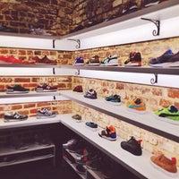 10/19/2013 tarihinde Larry L.ziyaretçi tarafından Sneaker'de çekilen fotoğraf