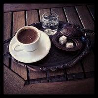 Foto diambil di Mocaco Coffee oleh VediA S. pada 11/27/2012
