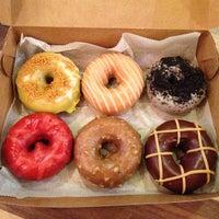 Photo prise au Federal Donuts par Tina W. le7/8/2013