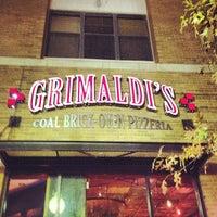 Das Foto wurde bei Grimaldi's von LJ H. am 11/29/2012 aufgenommen