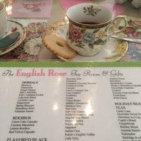 Foto scattata a English Rose Tea Room da Penny H. il 7/14/2017