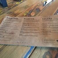 Foto tirada no(a) Patxi's Pizza por Penny H. em 9/24/2017