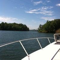 Das Foto wurde bei Dixie Sailing Club von Jared E. am 6/2/2013 aufgenommen