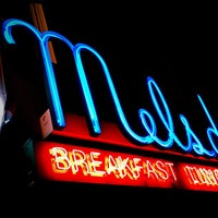 Photo prise au Mel's Drive-In par Steve R. le12/15/2012