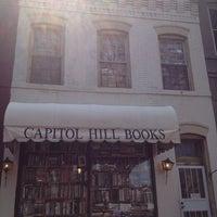 Photo prise au Capitol Hill Books par Chris C. le8/16/2013