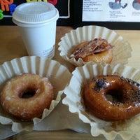 Foto scattata a Boxer Donut & Espresso Bar da Lou P. il 12/7/2012
