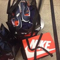 ... Foto tirada no(a) Nike Factory Store por Mary C. em 8  ... 08a15e16857d8