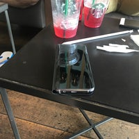 Das Foto wurde bei Starbucks von Herman R. am 8/27/2017 aufgenommen