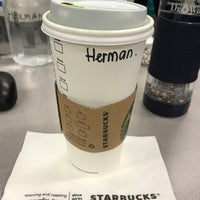 Das Foto wurde bei Starbucks von Herman R. am 2/25/2017 aufgenommen