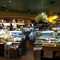 Das Foto wurde bei eatZi's Market & Bakery von Shannon am 5/31/2013 aufgenommen