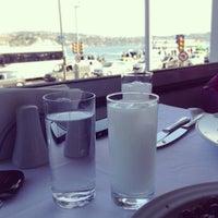 4/23/2013 tarihinde Cem S.ziyaretçi tarafından Akıntı Burnu Restaurant'de çekilen fotoğraf