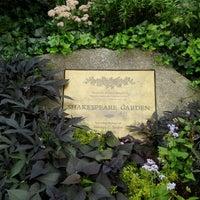 Foto scattata a Shakespeare Garden da Kim W. il 9/16/2012