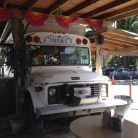 Foto tirada no(a) Taco Bus por Gary G. em 10/1/2013