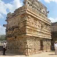 Foto tomada en Zona Arqueológica de Chichén Itzá por Damián S. el 3/24/2013