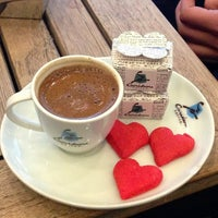 2/14/2013 tarihinde Alper O.ziyaretçi tarafından Caribou Coffee'de çekilen fotoğraf