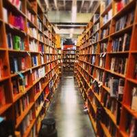 4/21/2013 tarihinde andrew m.ziyaretçi tarafından Powell's City of Books'de çekilen fotoğraf