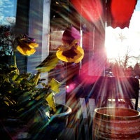 Foto diambil di Avenues Bistro on Third oleh Dan G. pada 4/4/2013